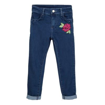Jean bleu avec fleur brodée