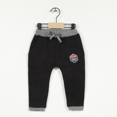 Pantalon molleton avec badge brodé